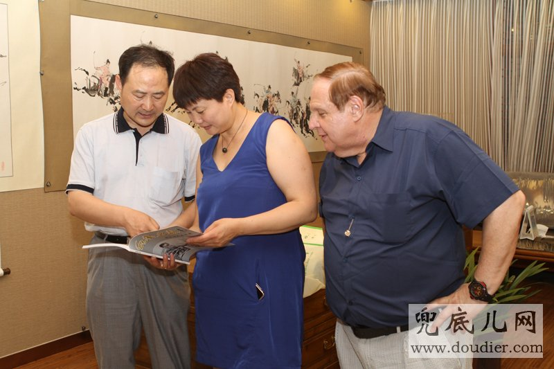 Appreciating Director of Chinese Artists Association,Overseas Chinese Painting Academy Dean Zhang qingzhi's Painting album.
