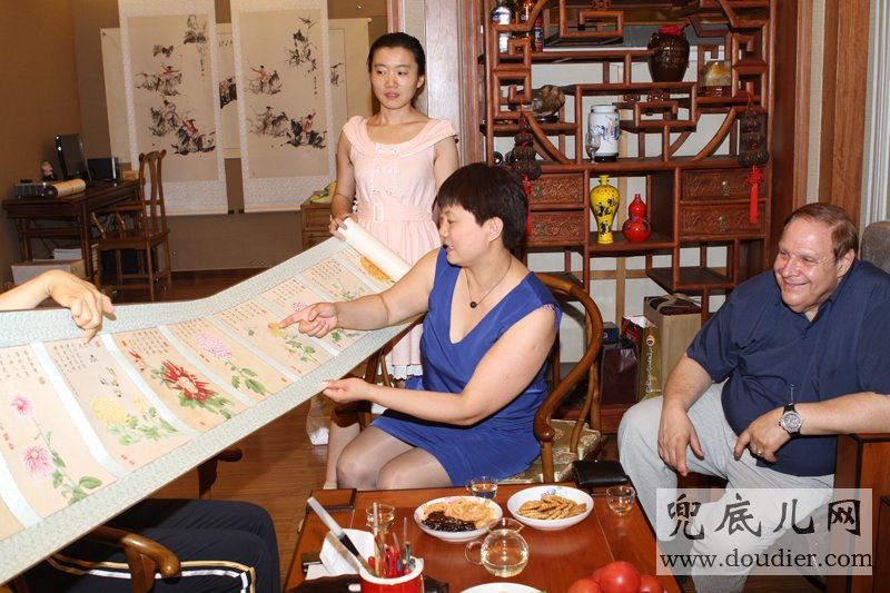 Appreciating Lu ni's One hundred Chrysanthemum Scroll