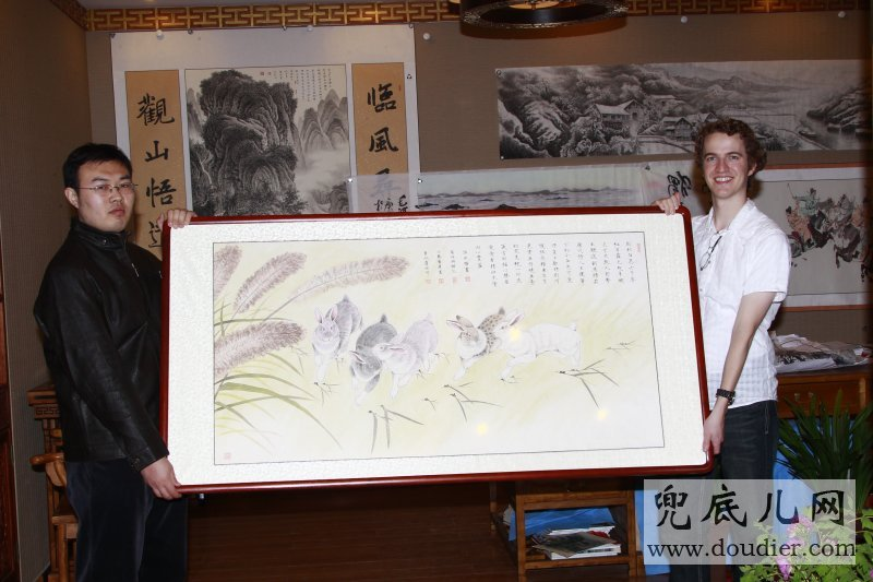 US young people likes Zhangyongquan's rabbit year painting